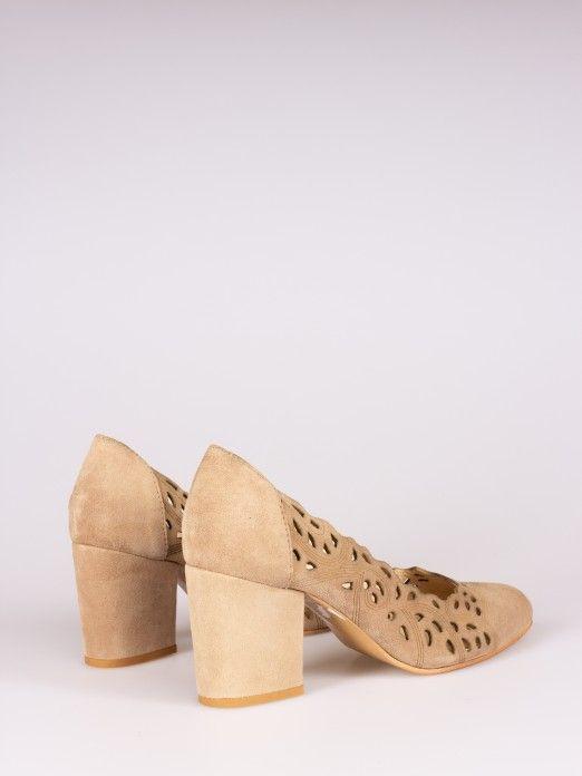Sapato Fechado Perfurado
