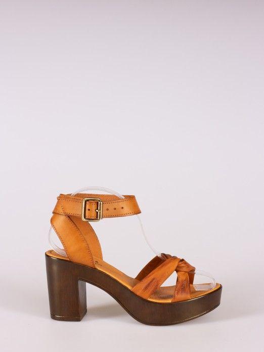 Know Detail Sandals