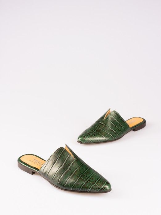 V-Neck Crocodile-Effect Mule