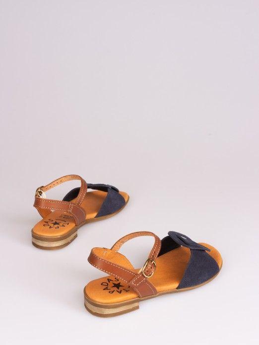Sandália com Fivela em Camurça