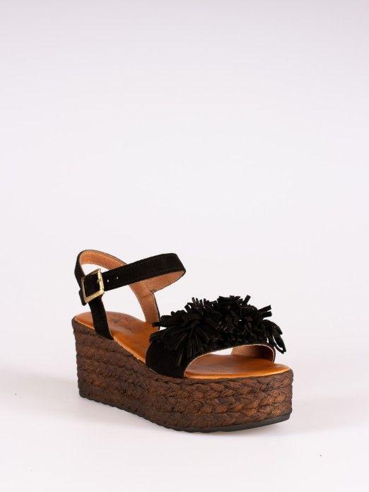 Sandália de Cunha com Pompons