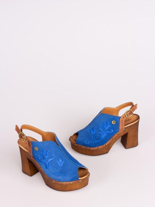 Sandália em Camurça com Bordados