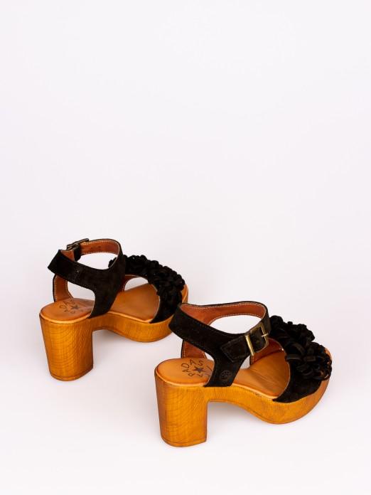 Sandália Compensada em Camurça