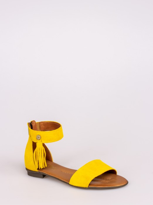 Flat Sandals with Pompoms