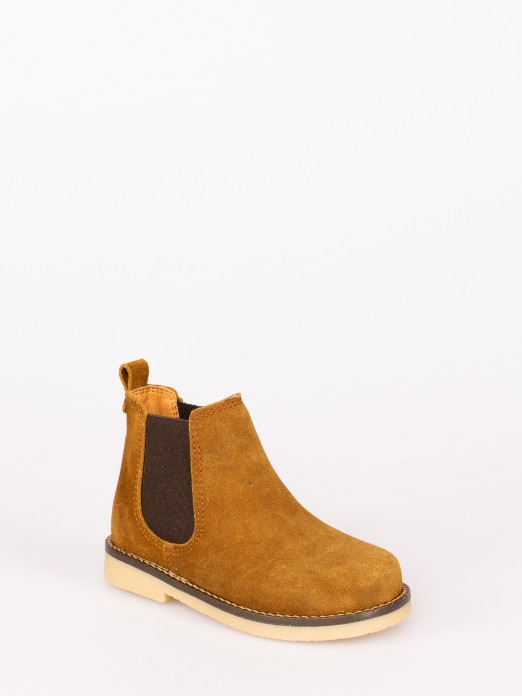 Suede Boots with Elastic