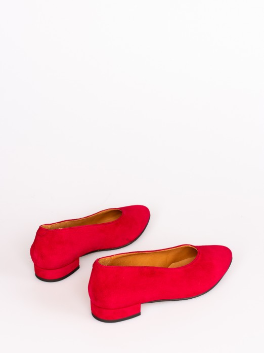 Sapato Salto Baixo em Camurça