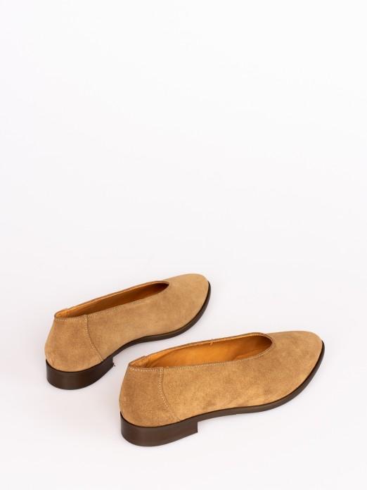 Sapato Raso Gáspea Subida em Camurça